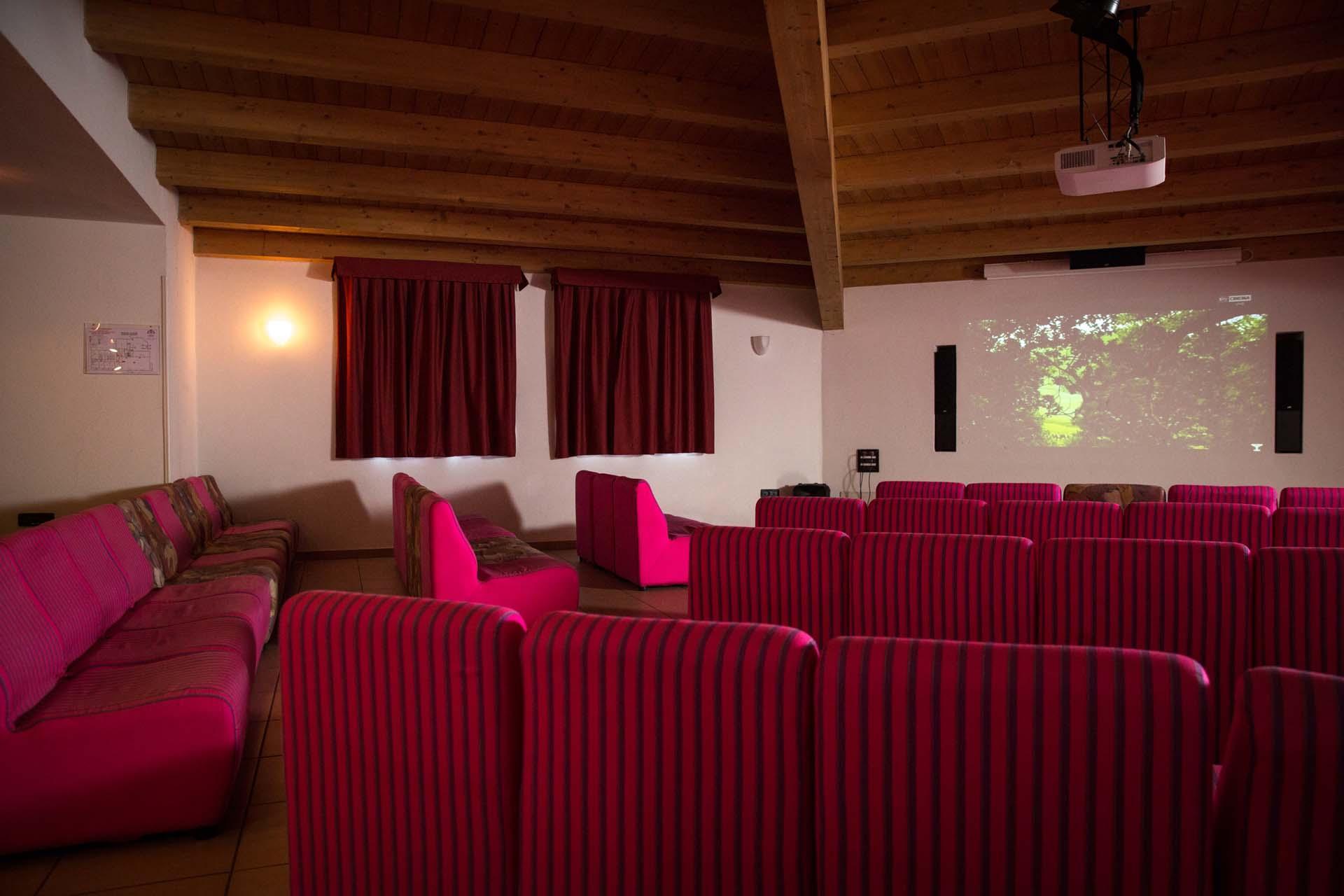 Cinema Room Hotel Derby 3 Star Hotel In Dimaro Folgarida In The  -> Imagem De Sala De Cinema